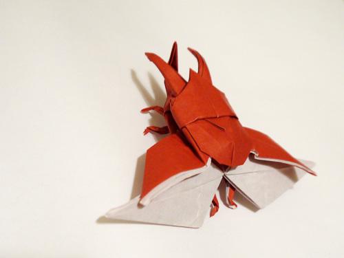 飛んでるかぶとむし折り紙