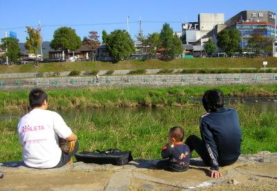 さとこと月 071106_kamogawa.JPG