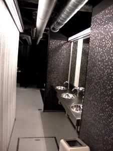 ライブハウスのトイレ